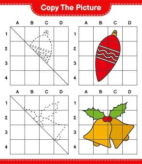 Copie o jogo de planilha educacional de imagens de luzes de natal e sino de natal usando linhas de grade