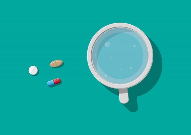 Copo de água e comprimidos. tomando remedio