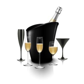 Copo de vinho e uma garrafa de champanhe em um balde