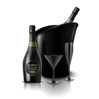Copo de vinho preto e uma garrafa de champanhe em um balde