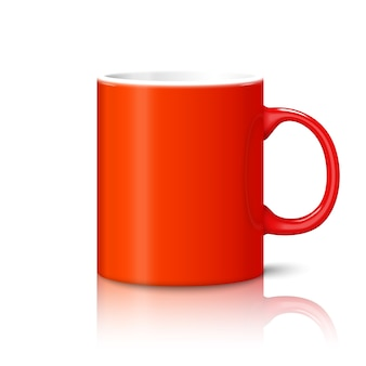 Copo realista de foto vermelho brilhante em branco isolado no fundo branco com reflexão, para a marca e seu design.