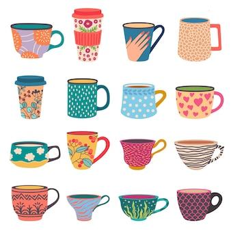 Copos da moda. canecas de café e chá em estilo escandinavo. go-cup de papel de vista lateral com padrões de flores modernos. conjunto de vetores de porcelana colorida. ilustração de caneca de bebida, xícara de café e chá