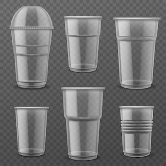 Copos descartáveis de plástico transparente.