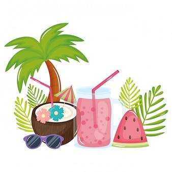 Coquetel de coco tropical e jarra de suco