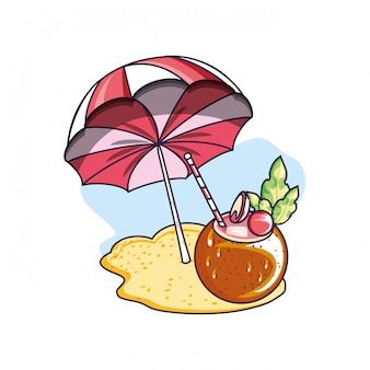 Coquetel de verão de coco com guarda-sol