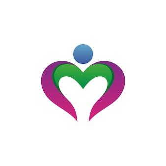 Coração com vetor de logotipo de forma humana