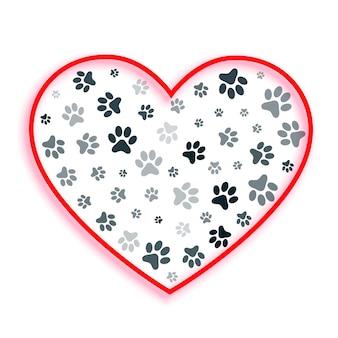 Coração de amor com pegadas de cachorro e gato