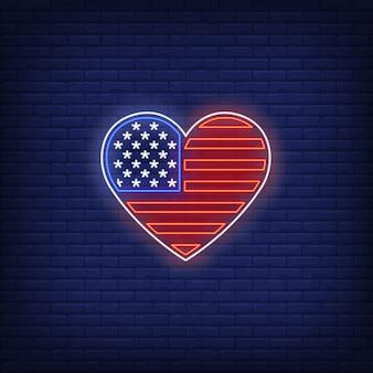 Coração em forma de sinal de néon de bandeira americana