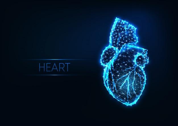 Coração humano poligonal brilhante futurista baixo isolado