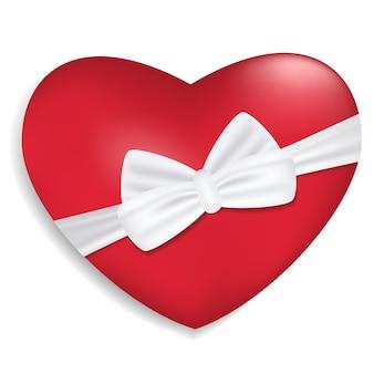 Coração vermelho com fita branca e arco isolado no fundo branco. decoração para o dia dos namorados e outros feriados.