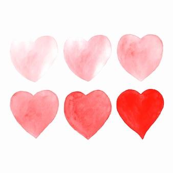 Corações de aquarela mão desenhada isoladas no branco.