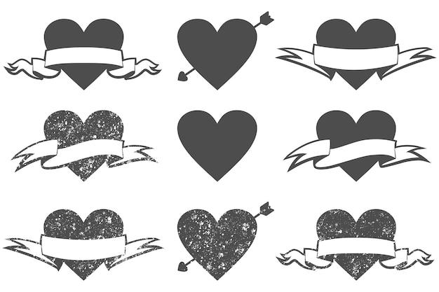 Corações de grunge preto com ícones de banner de seta e fita definidos isolados em um fundo branco.