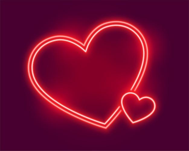 Corações de néon brilhantes saudando o dia dos namorados