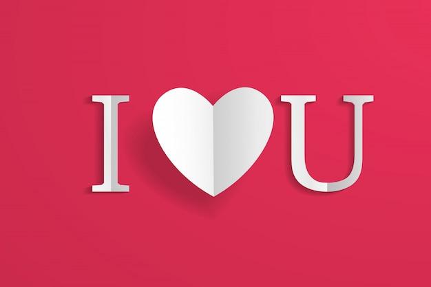 Corações de origami de artesanato de papel e letras eu te amo, isoladas no vermelho.