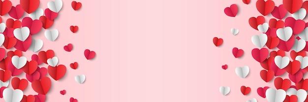 Corações de papel isolados em rosa