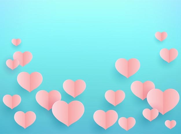 Corações de papel rosa sobre fundo azul