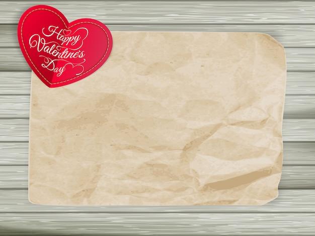 Corações vermelhos em fundo de papel vintage.