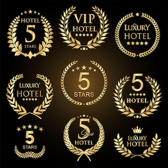 Coroa de louros dourada com coleção de emblemas de hotéis cinco estrelas