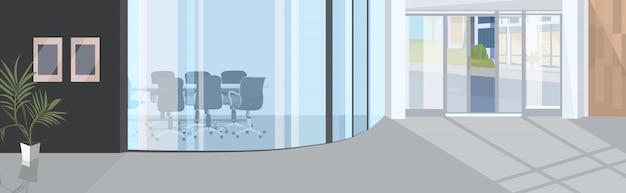 Corredor de escritório com ambiente de espaço aberto de vidro vazio sala de reuniões interior moderno centro de negócios