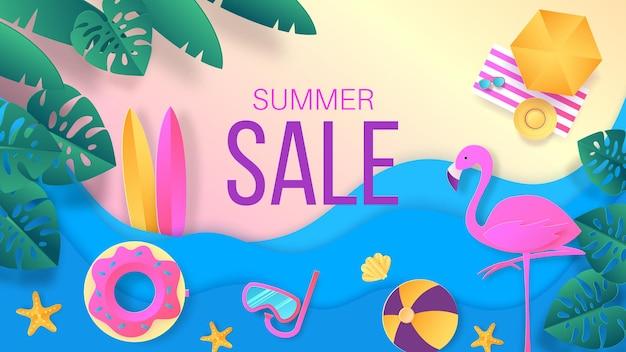 Corte de papel de venda de verão. banner de desconto de viagens e férias com vista superior da praia tropical mar com ondas e folhas.