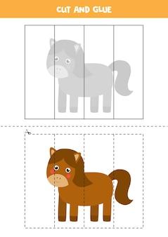 Corte e cole o jogo para crianças com um lindo cavalo. prática de corte para pré-escolares.