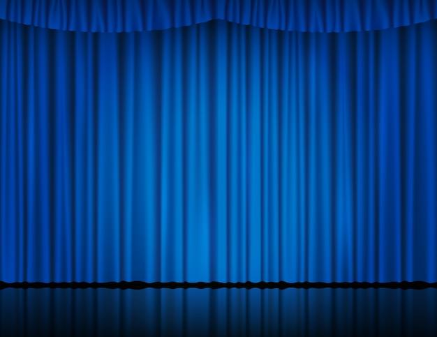 Cortina de veludo azul no teatro ou cinema iluminada por holofotes