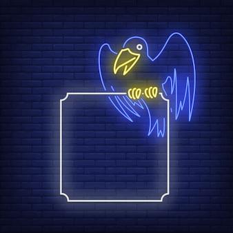 Corvo sentado no sinal de néon de quadro