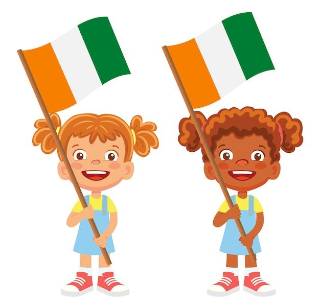Costa do marfim - bandeira da costa do marfim na mão. crianças segurando uma bandeira. bandeira nacional da costa do marfim - vetor da costa do marfim
