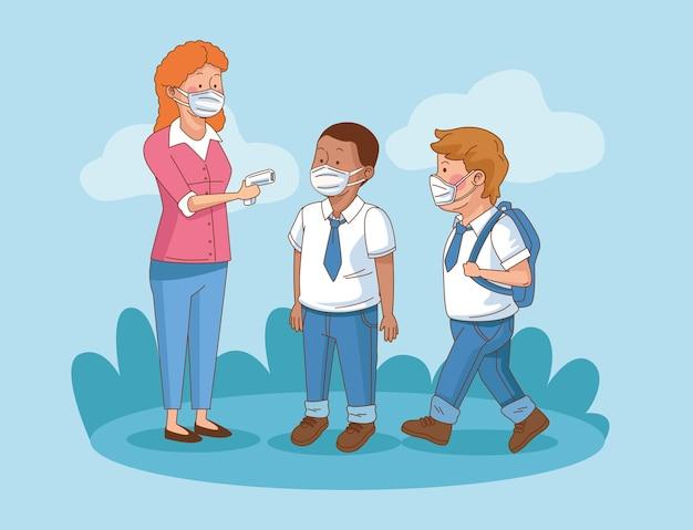 Covid preventivo na cena escolar com alunos, meninos e professor