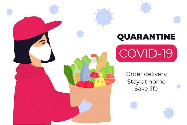 Covid19. epidemia do coronavírus. a entregadora percorre a cidade infectada com um vírus e carrega uma parcela com comida