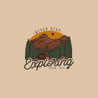 Crachá colorido desenhado à mão selvagem com paisagem montanhosa