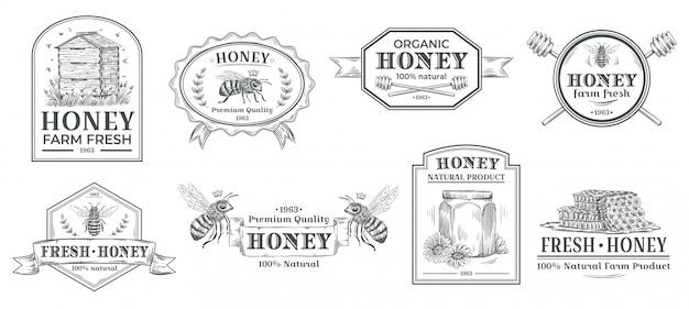 Crachá de mel natural. rótulo de fazenda de abelhas, emblemas de mão desenhada produto vintage mel e conjunto de ilustração de emblema de abelha