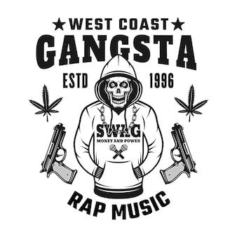 Crânio com capuz vector emblema, distintivo, etiqueta ou logotipo com texto música gangsta rap da costa oeste. ilustração do estilo monocromático vintage isolada no fundo branco