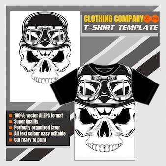 Crânio de modelo de t-shirt usando capacete retrô-vetor