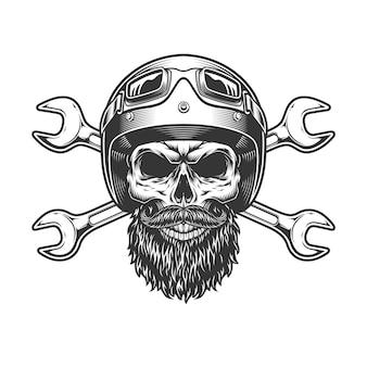 Crânio de motociclista no capacete de moto