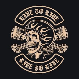 Crânio de motociclista preto e branco com pistões cruzados em fundo escuro