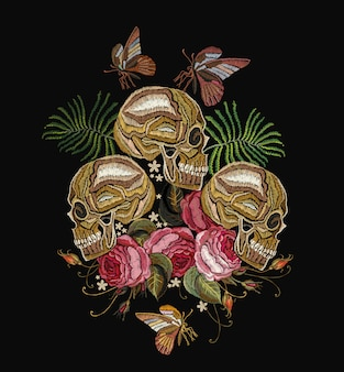 Crânios humanos bordados e rosas vermelhas