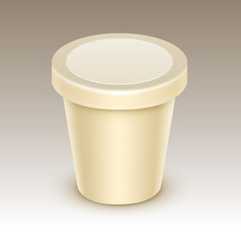 Creme comida em branco banheira de plástico recipiente para baunilha projeto de pacote mock up close up isolado no fundo
