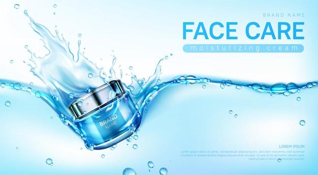 Creme hidratante para o rosto em respingos de água