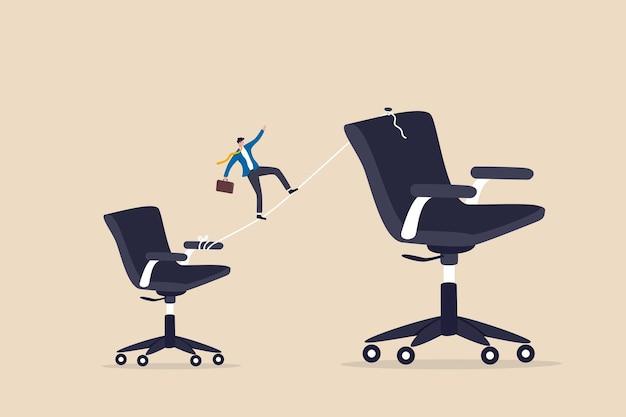 Crescimento de carreira ou promoção de emprego, desenvolvimento e melhoria pessoal, desafio de responsabilidade no trabalho ou conceito de ambição de sucesso, empregado empresário anda na linha para uma cadeira de cargo superior.