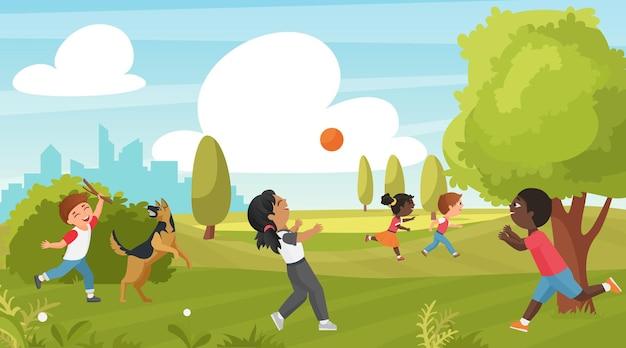 Criança brincar no parque de verão, atividade esportiva ao ar livre na infância