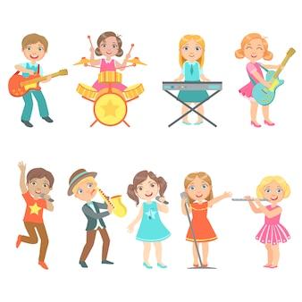 Criança cantando e tocando conjunto de instrumentos de música