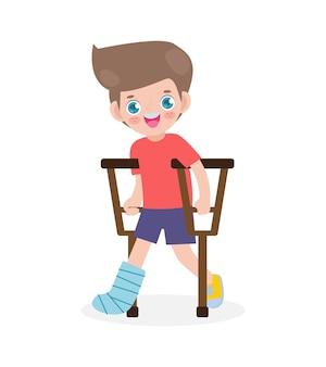 Criança caucasiana ferida com perna quebrada em gesso