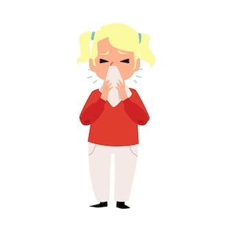 Criança doente com espirros usando um lenço ou lenço para limpar o nariz