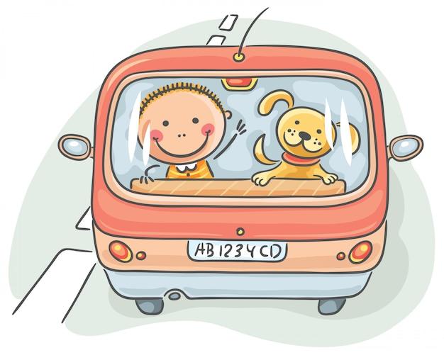 Criança e cachorro no carro
