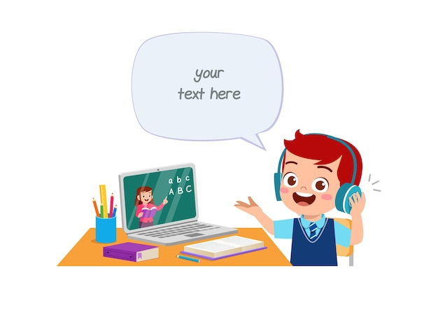 Criança feliz e fofa fazer a escola em casa com o computador laptop se conectar ao curso e-learning de estudo de internet.