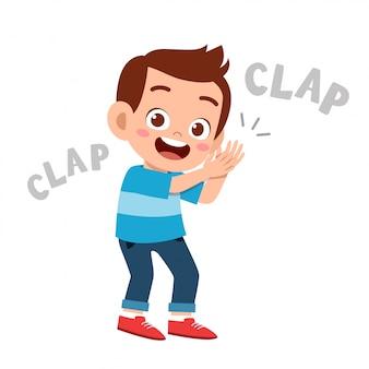 Criança feliz fofo aplauso mão sorriso de alegria