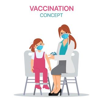 Criança recebendo a vacina covid-19 no hospital.