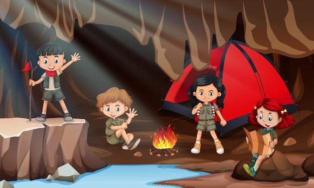 Crianças, acampamento, caverna