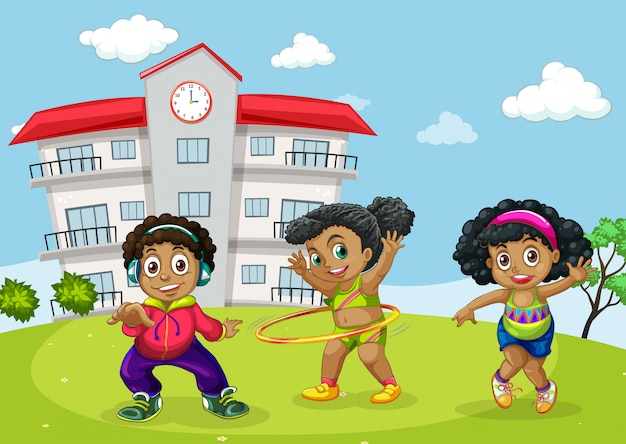 Crianças africanas no pátio da escola